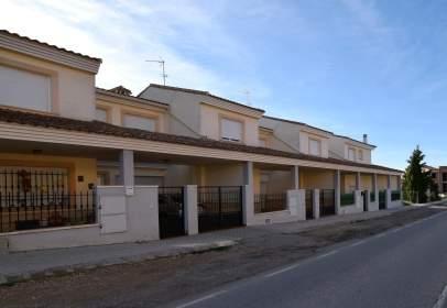 Xalet aparellat a Avenida de La Mancha, nº 48